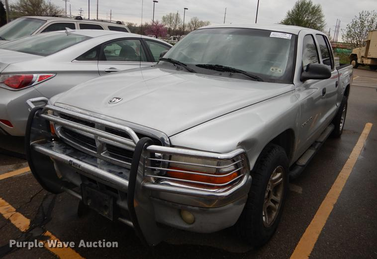 2001 Dodge Dakota SLT Quad Cab pickup truck