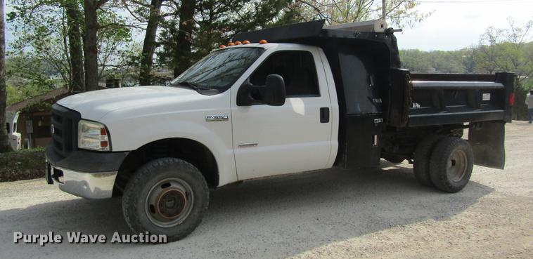 2006 Ford F350 Super Duty flatbed pickup truck