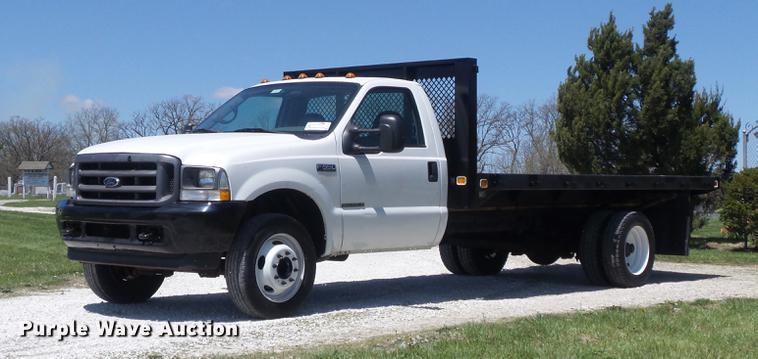 2002 Ford F550 Super Duty XL flatbed truck