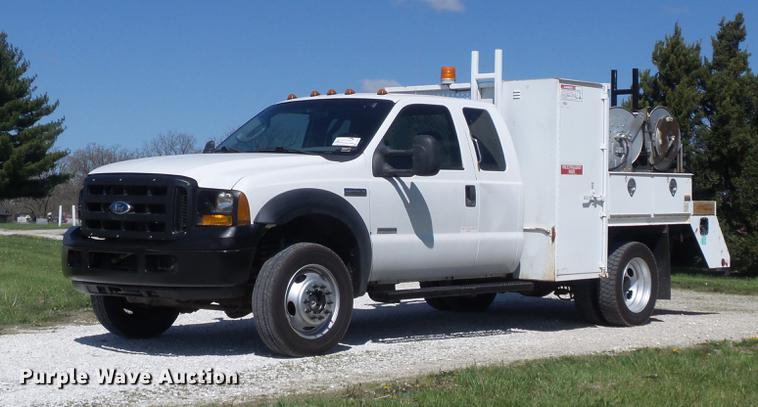 2007 Ford F550 Super Duty XL SuperCab service truck with crane