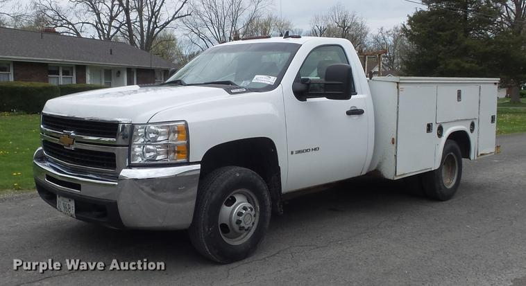2007 Chevrolet Silverado 3500HD utility bed pickup truck