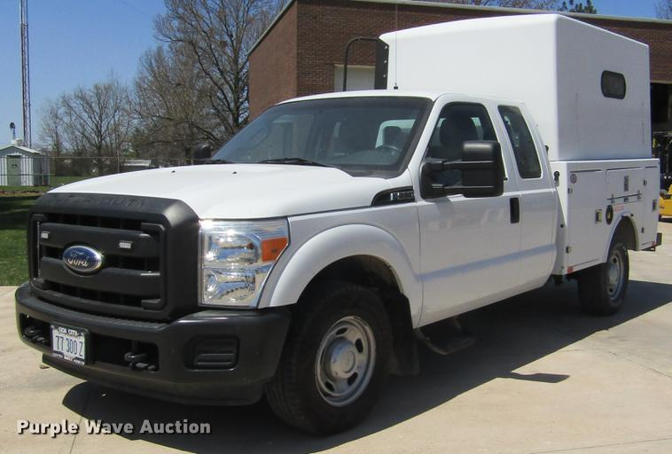 2011 Ford F250 Super Duty SuperCab utility bed pickup truck