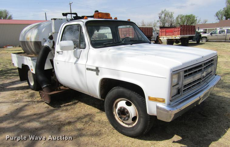 1986 Chevrolet C30 sweeper pickup truck