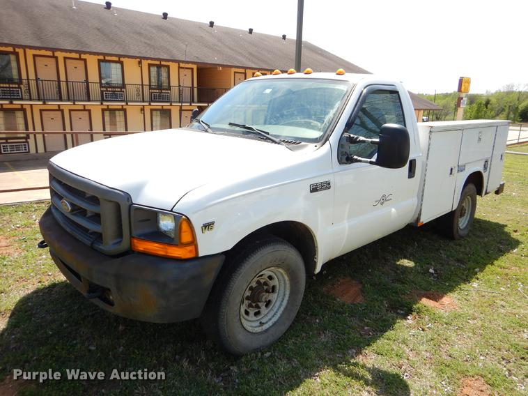 2000 Ford F350 Super Duty utility bed pickup truck
