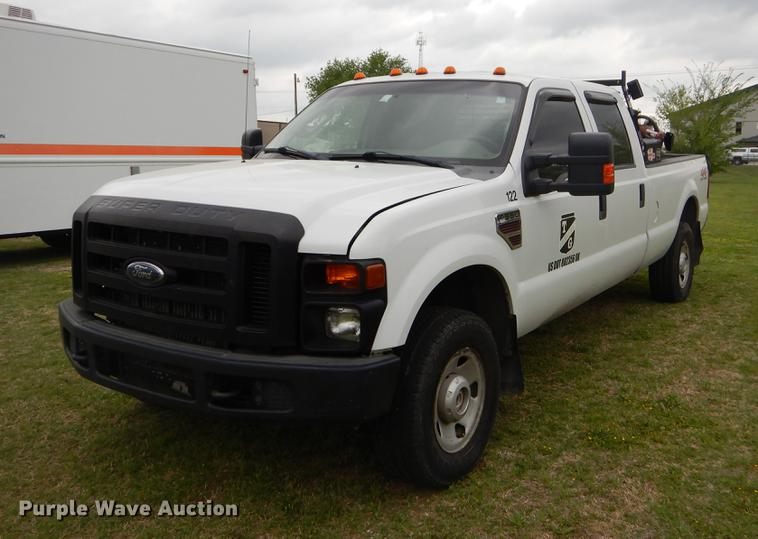 2008 Ford F350 Super Duty XL Crew Cab pickup truck