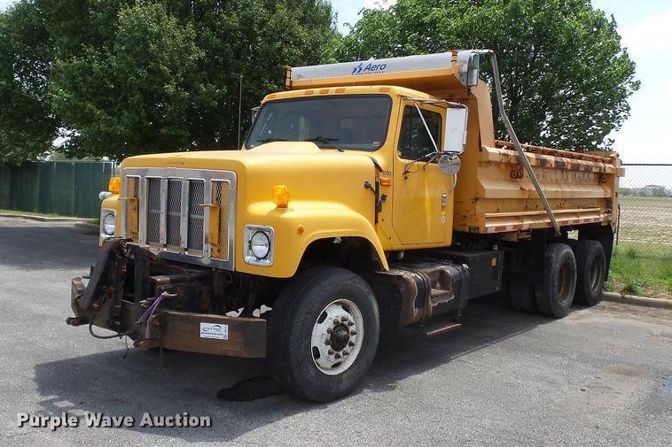 2002 International F2674 dump truck