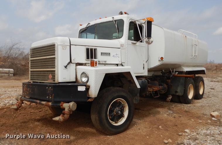 1986 International Paystar 5000 tank truck