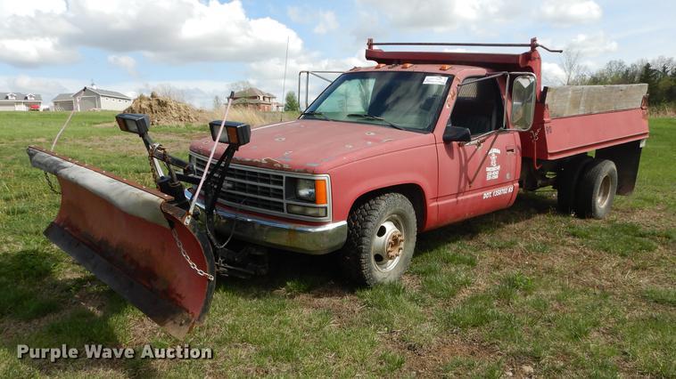 1990 Chevrolet Cheyenne 3500 dump bed pickup truck