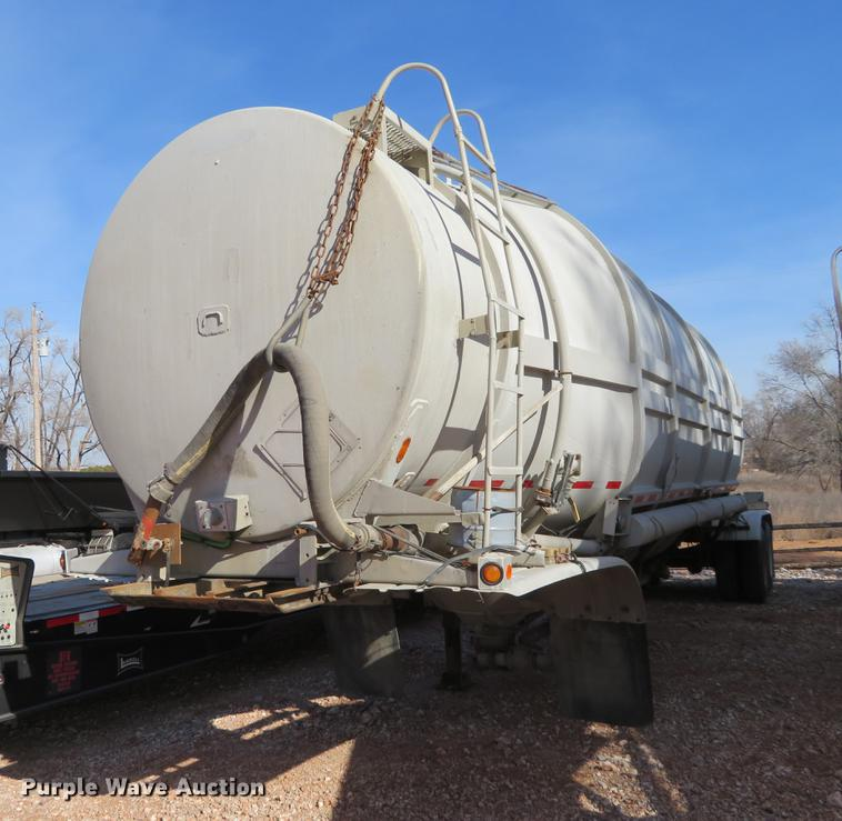 1968 Butler dry bulk pneumatic tank trailer