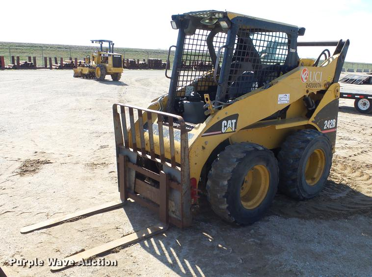 2005 Caterpillar 242B skid steer