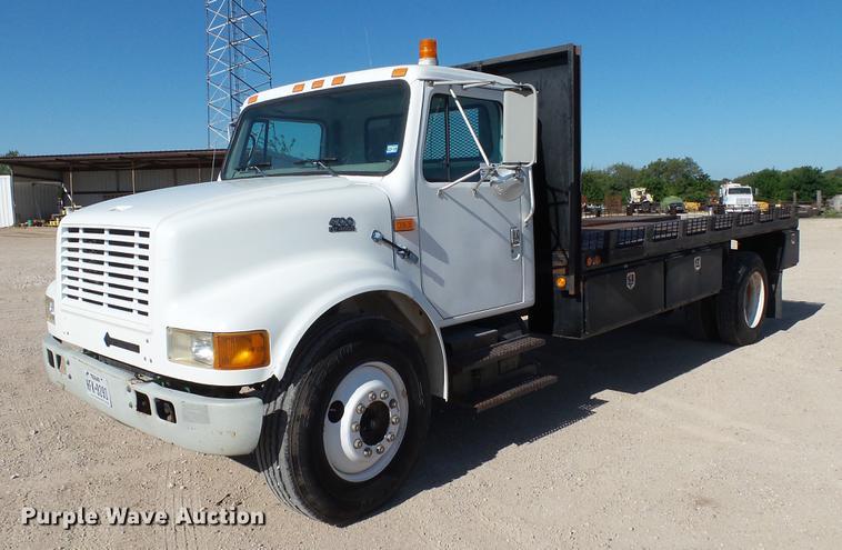 1998 International 4700 flatbed truck
