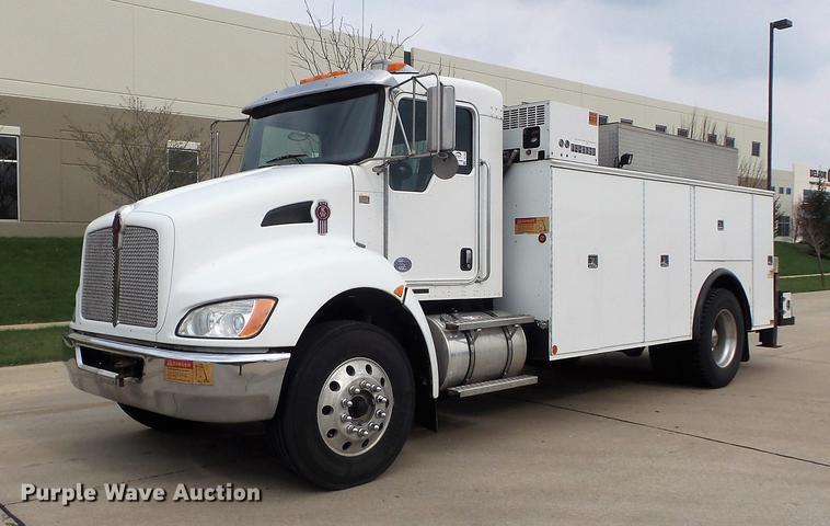 2010 Kenworth T370 service truck with crane