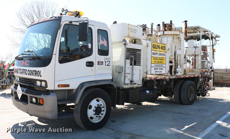 2002 GMC F7B042 paint striper truck