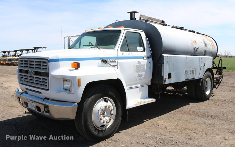 1994 Ford F600 oil distribution truck