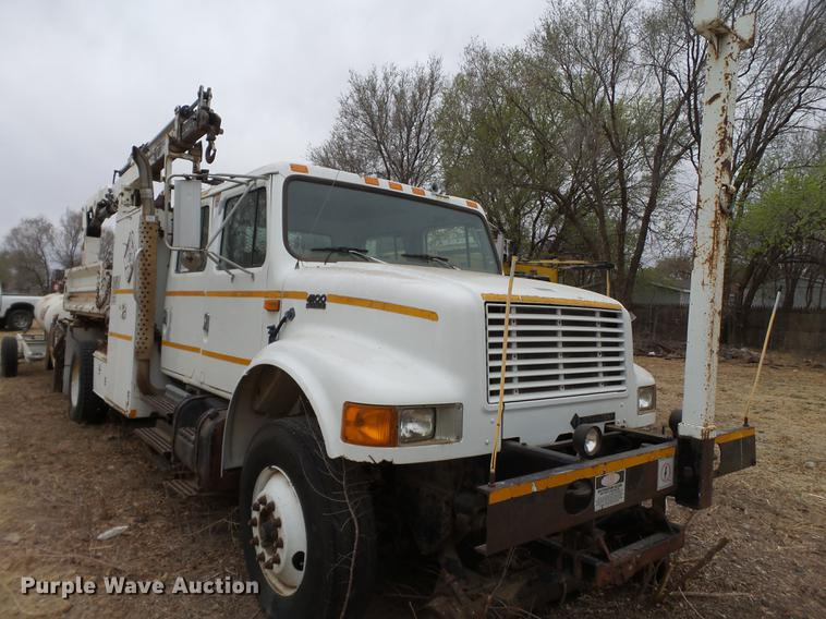 1996 International 4900 Crew Cab rail road service truck with crane