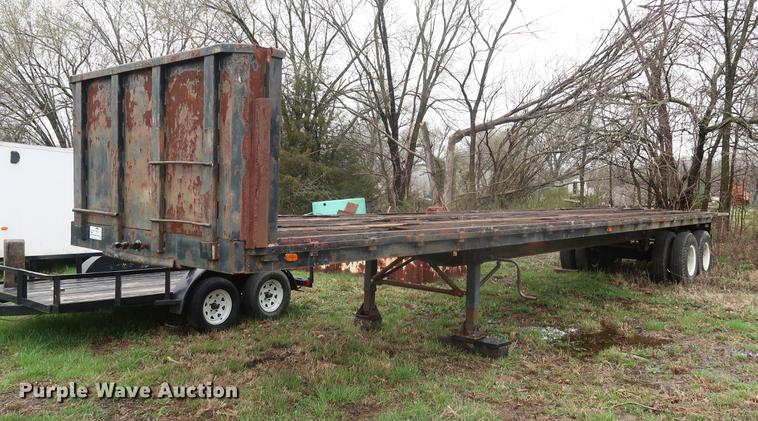 1979 Hobbs flatbed trailer