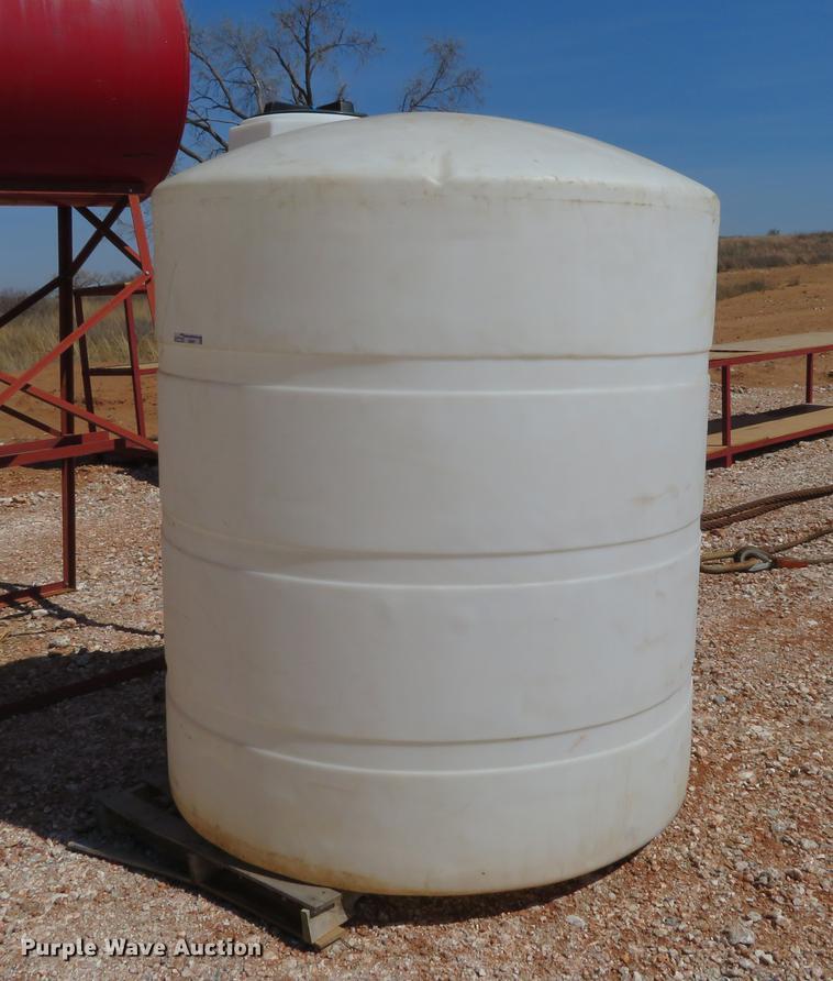 1,000 gallon poly tank