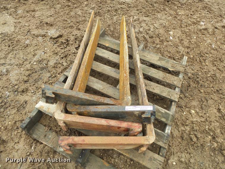 (2) pallet fork sets