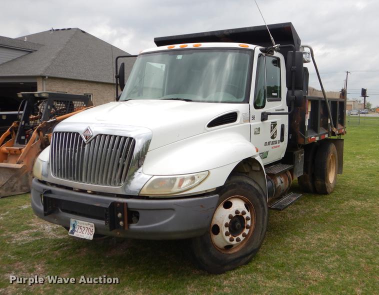 2006 International 4200 dump truck