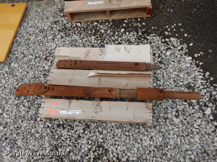 Side load dirt drill head