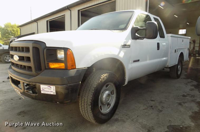 2006 Ford F350 Super Duty XL SuperCab utility bed pickup truck
