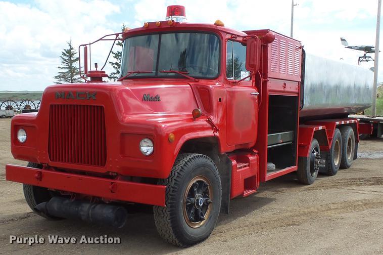 1983 Mack DM400 tank truck