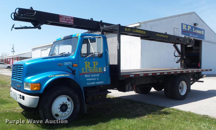 1995 International 4700 flatbed truck