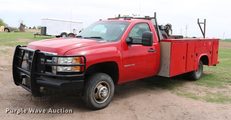 2007 Chevrolet Silverado 3500 LT utility bed pickup truck with crane