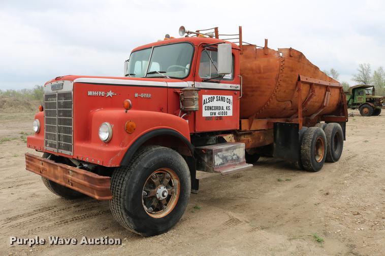 1972 White 4864-2 dump truck