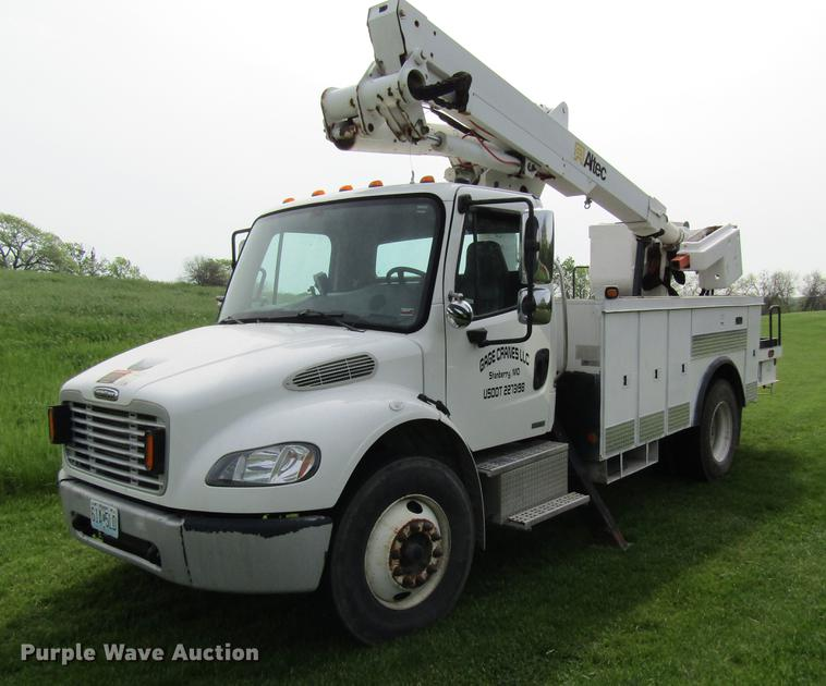 2007 Freightliner M2 106 bucket truck
