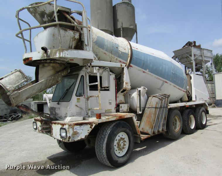 1999 Oshkosh S2146 ready mix truck