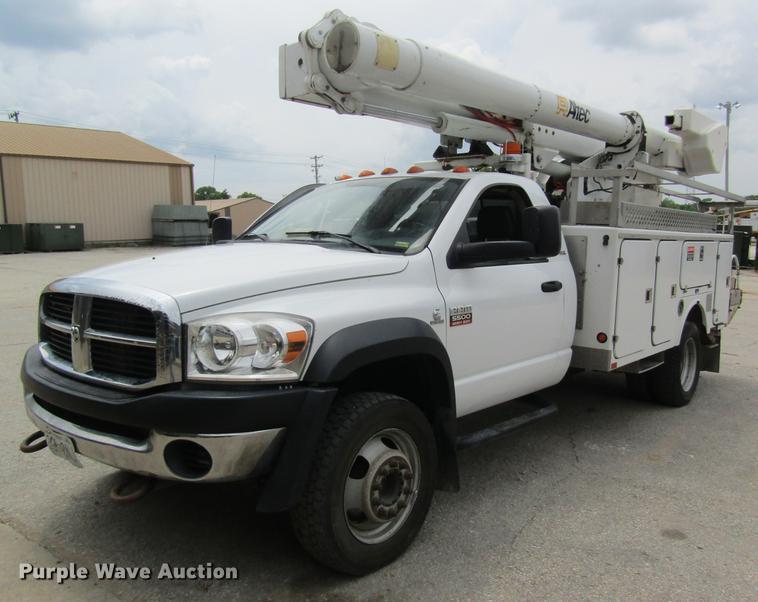2008 Dodge Ram 5500 bucket truck