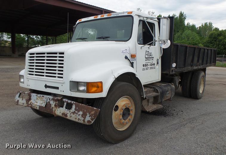 1993 International 4900 dump truck