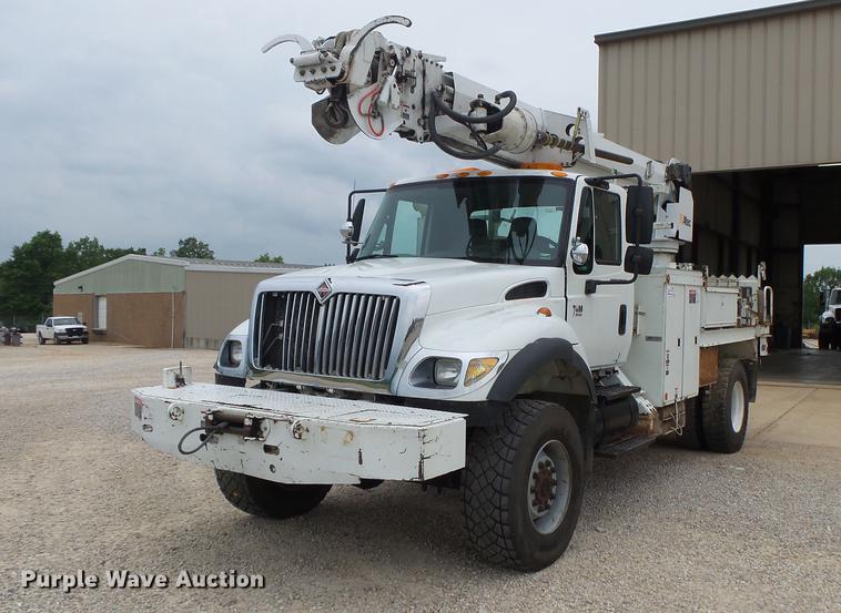 2005 International 7400 digger derrick truck