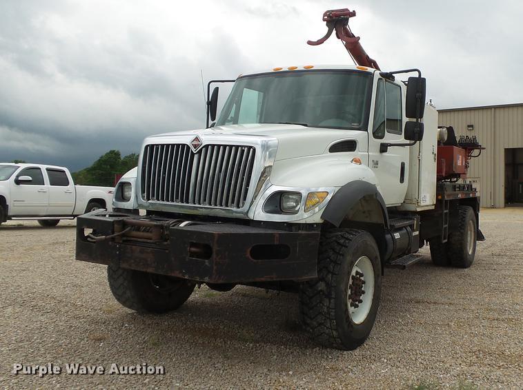 2004 International 7400 pressure digger derrick truck