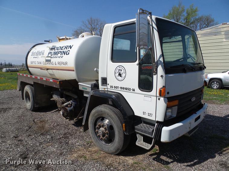 1993 Ford CF8000 vacuum truck