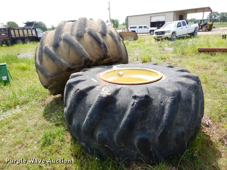 35.5 x 32 tires