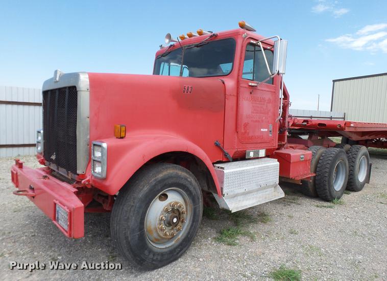 1990 International F-9370 semi truck