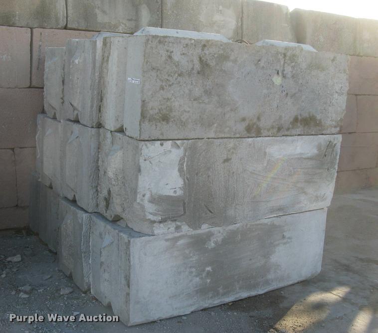 (36) concrete edge bunker block