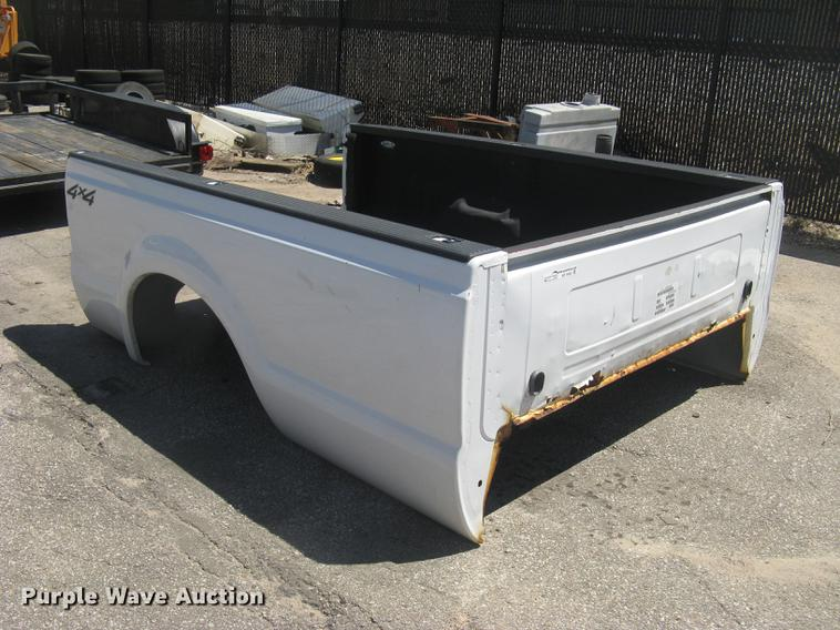 2003 Ford F250 pickup truck bed