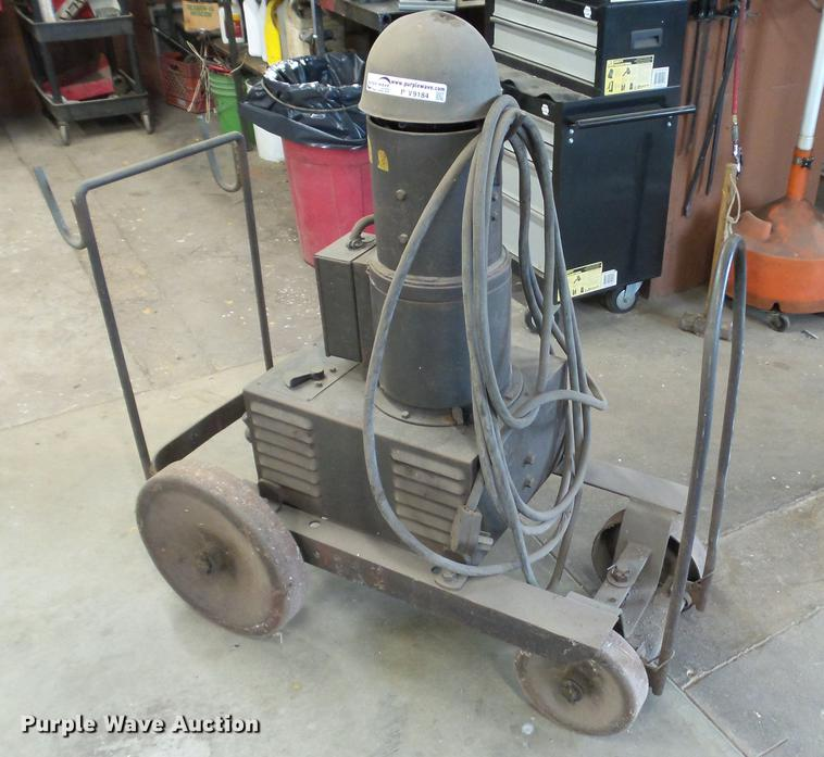 Lincoln Electric SAE2000 arc welder