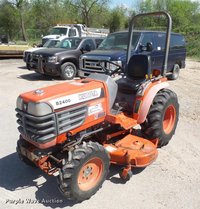 Kubota B2400 MFWD tractor