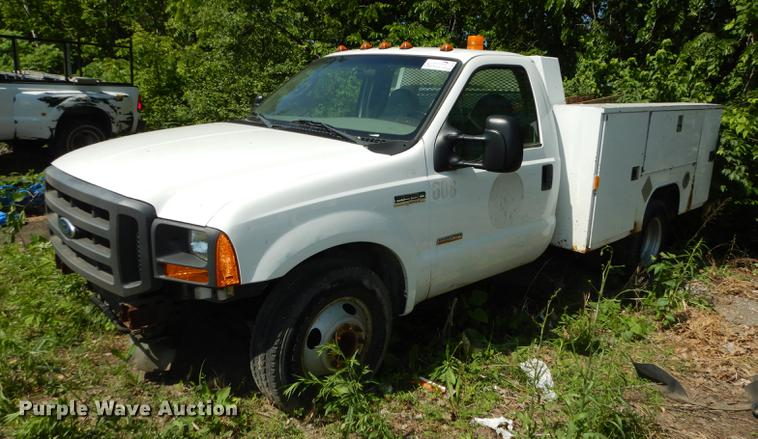 2005 Ford F350 Super Duty XL utility bed pickup truck