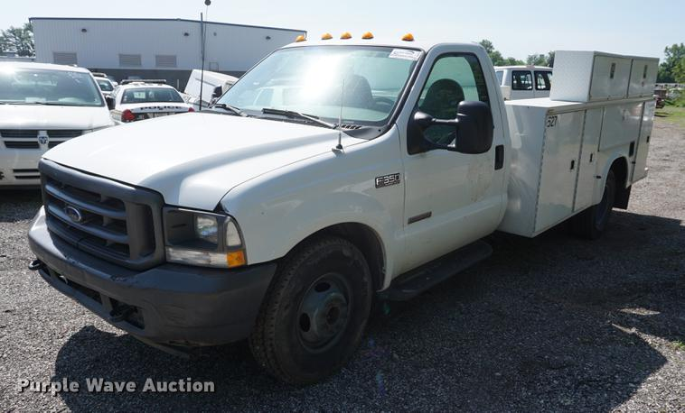 2003 Ford F350 Super Duty XL utility bed pickup truck