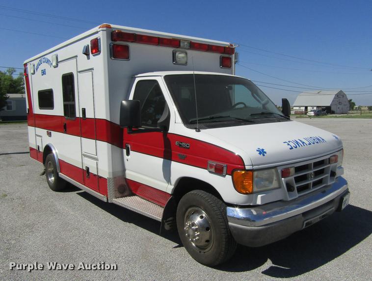 2003 Ford Econoline E450 Super Duty ambulance