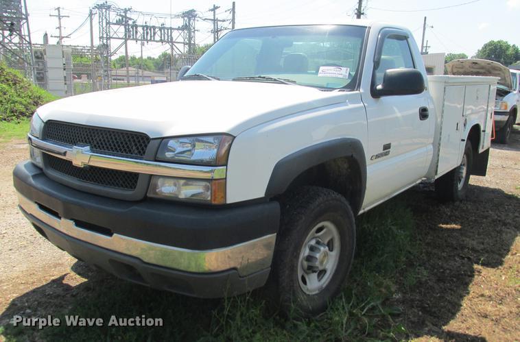 2003 Chevrolet Silverado 2500HD utility bed pickup truck