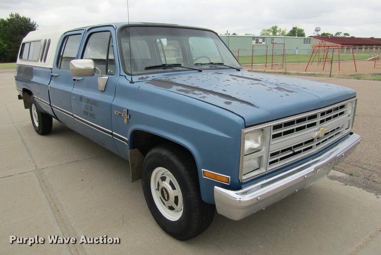 1988 Chevrolet R20 Scottsdale Crew Cab pickup truck