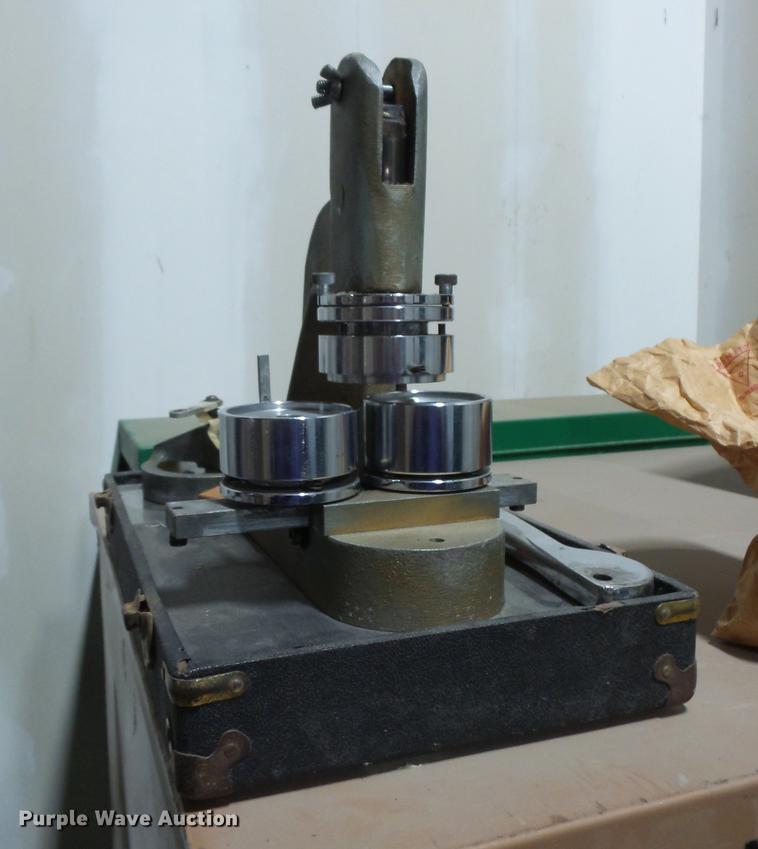 Button maker press