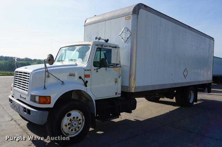 2001 International 4900 box truck
