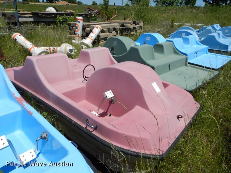 (6) Pedal Cruiser paddle boats